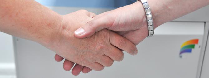 Vorteile für unsere Kunden. Schüttelnde Hände